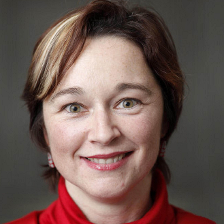 """""""Er is een grote nood aan juristen die met ingenieurs kunnen praten en omgekeerd."""" Dat stelde professor Peggy Valcke tijdens de kick-off van de global legal hackathon van Wolters..."""