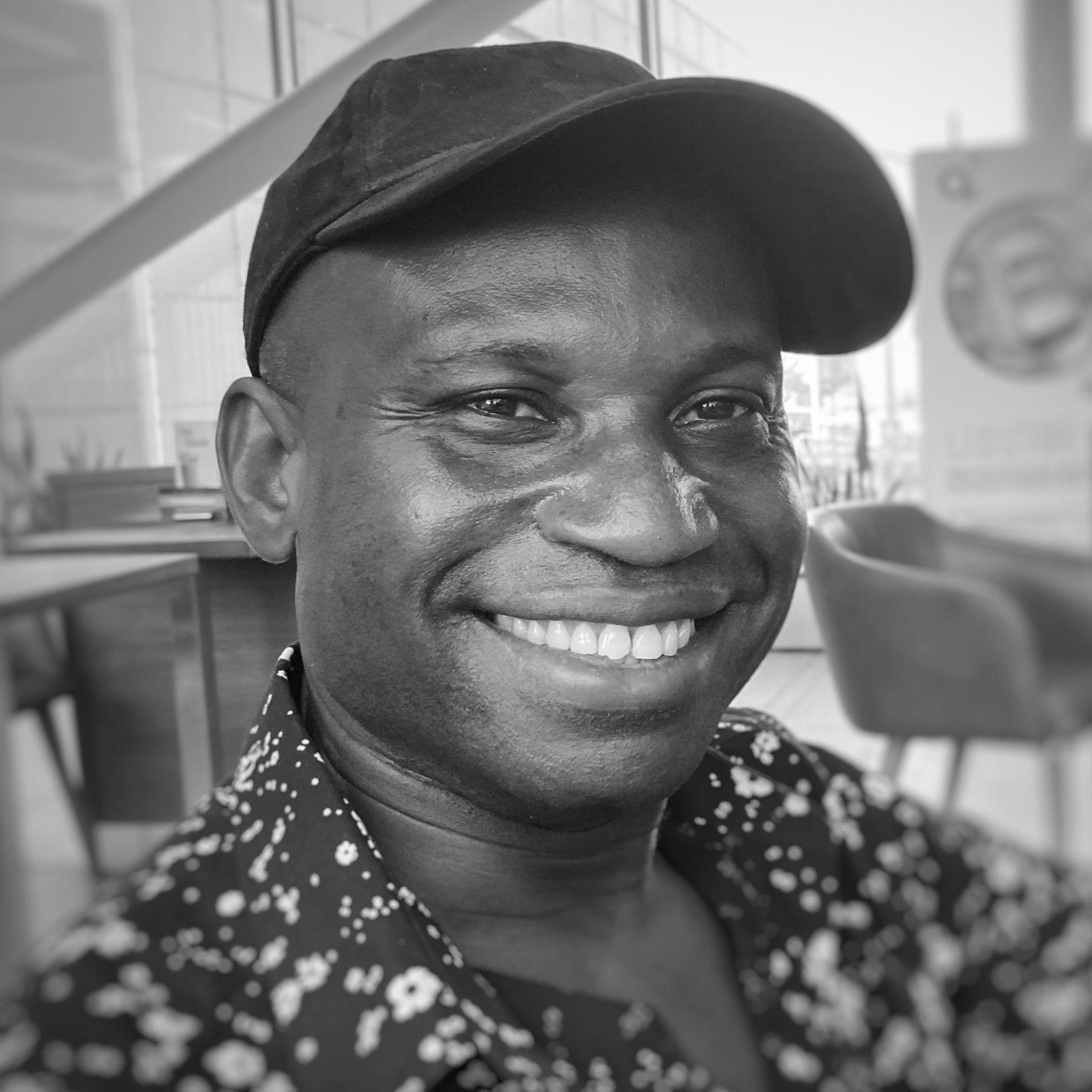 """75: Wie der """"singende Busfahrer"""" Kinder in Ghana aufstehen und fliegen lässt."""